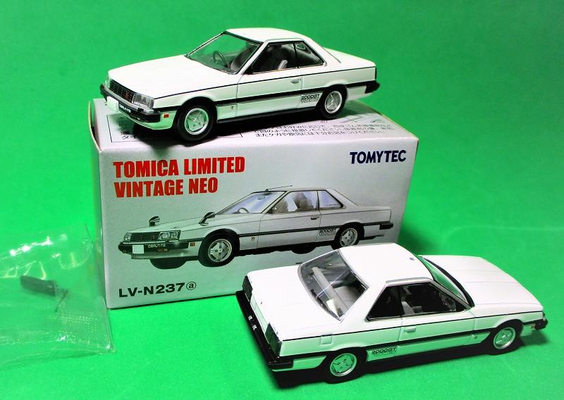 日産 スカイライン HT 2000 ターボ GT-ES (ホワイト)1 / 64 LV-N237a
